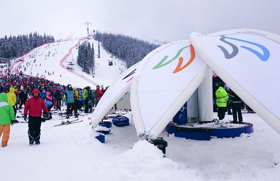 Cortul dom in forma de floare poate fi instalat pe partia de schi